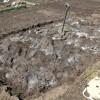 はじめての土づくり①:耕して石灰を撒く