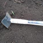 粘土質対策として鍬を買う